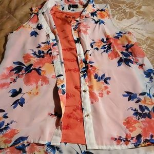 New Diections  sleeveless  floral top